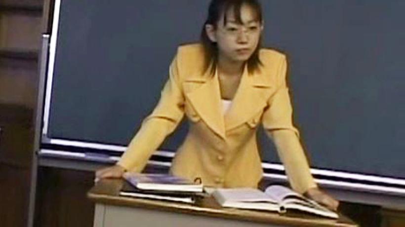 【無修正】ロリかわ巨乳の女教師がダメ生徒におまんこ奉仕でエッチな性教育で教室に喘ぎ声が響き渡る