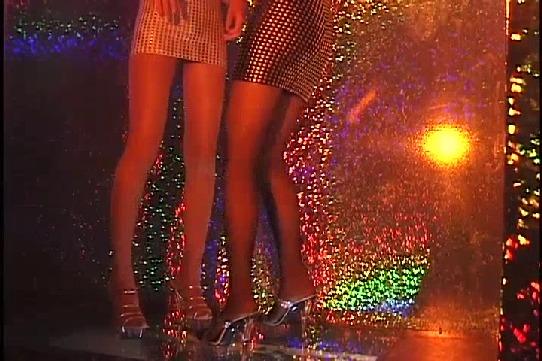 【無修正・ハメ撮り】ダンス★レボリューション!お立ち台でボディコン女2人!ダンス③!【FC2限定】